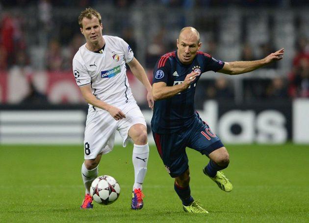 Plzeňský obránce David Limberský (vlevo) a Arjen Robben z Bayernu Mnichov v utkání základní skupiny Ligy mistrů.