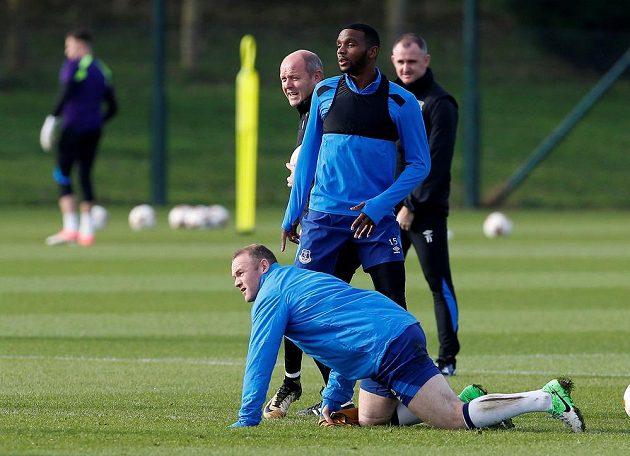 Cuco Martina a Wayne Rooney z Evertonu na tréninku před utkání s Lyonem.