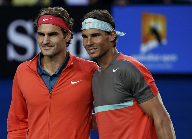 Roger Federer (vlevo) a Rafael Nadal před semifinálovým duelem Australian Open.