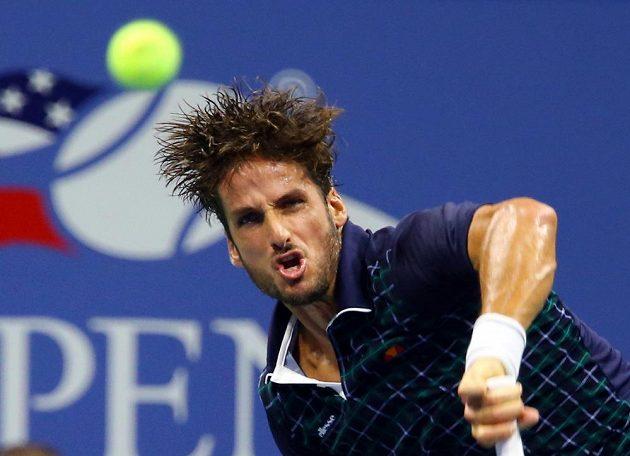 Španělský tenista Feliciano López v souboji se světovou jedničkou Novakem Djokovičem.