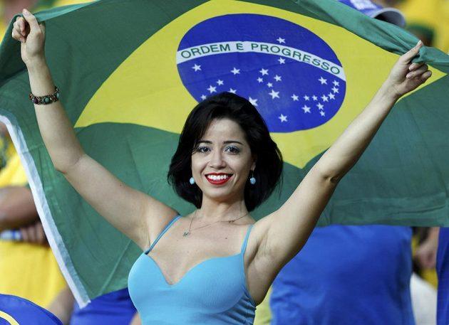 Spokojená brazilská fanynka, její miláčci Pohár FIFA vyhráli.