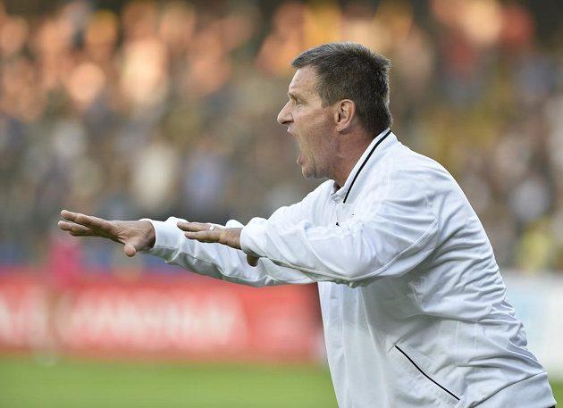 Trenér Zlína Josef Csaplár ve svém úvodním zápase na lavičce Zlína proti Slavii