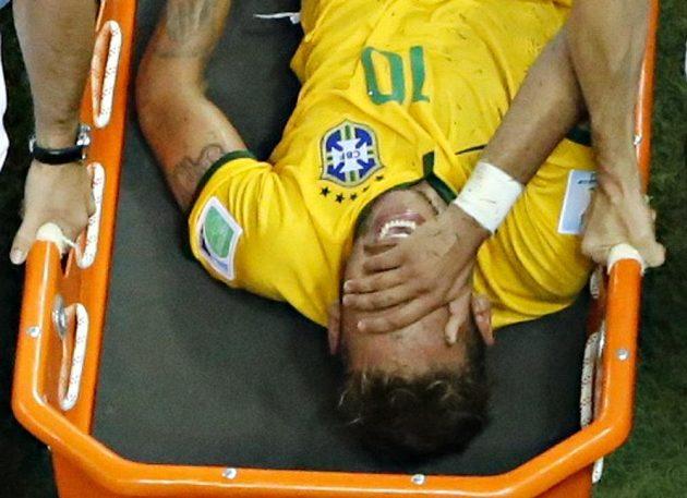 Pro Brazilce Neymara MS skončilo na nosítkách.