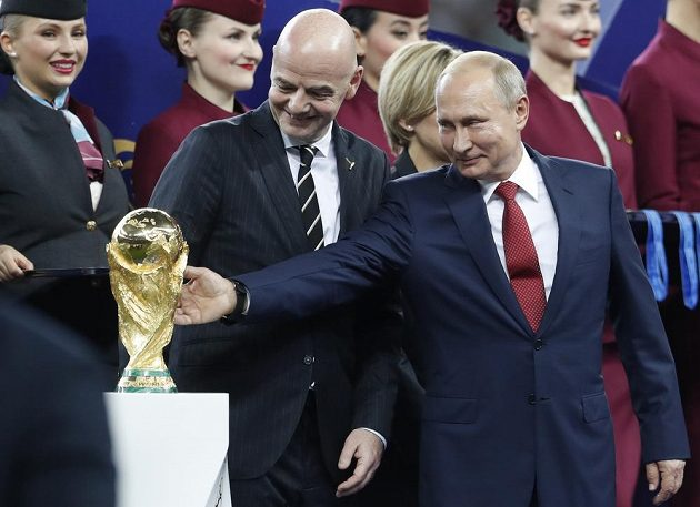 Na trofej pro vítěze si sáhl i ruský prezident Vladimir Putin.