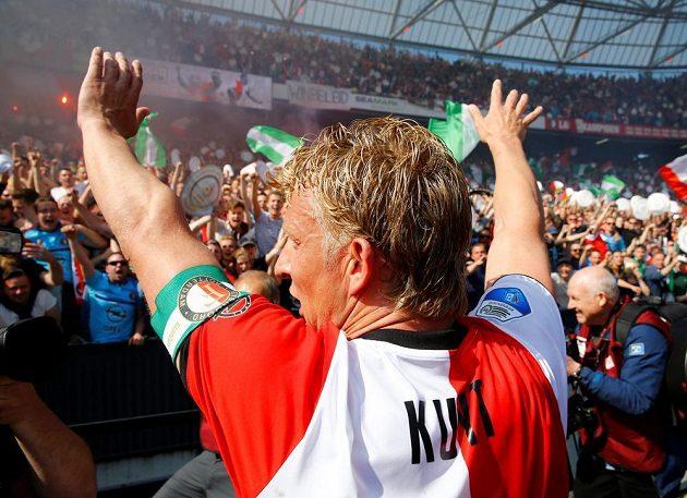 Kapitán Feyenoordu Dirk Kuijt zpíval s fanoušky.