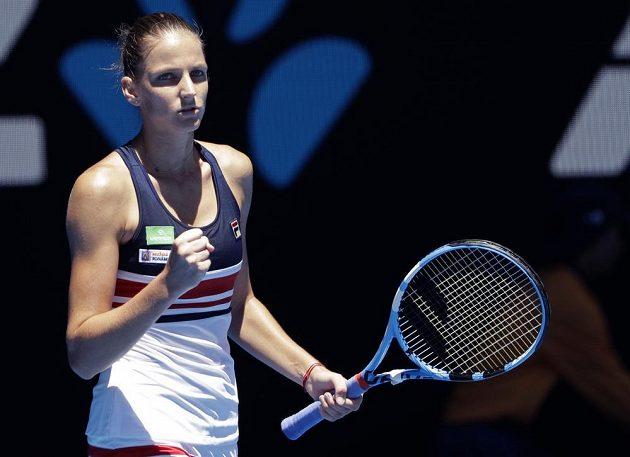 Nasazená šestka Australian Open, česká tenistka Karolína Plíšková, porazila v prvním kole na centrálním dvorci Roda Lavera Veronicu Cepedeovou z Paraguaye 6:3 a 6:4.