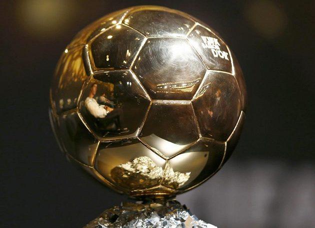 Cena pro vítěze ankety Zlatý míč patří stejně jako minulý rok Cristianu Ronaldovi.