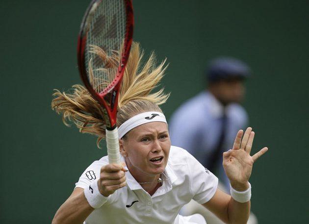 Česká tenistka Marie Bouzková v utkání druhého kola Wimbledonu.