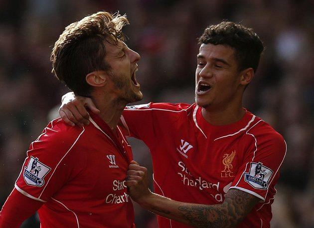 Liverpoolský Adam Lallana (vlevo) otevřel skóre zápasu s West Bromwichem a mohl slavit s Philippem Coutinhem.