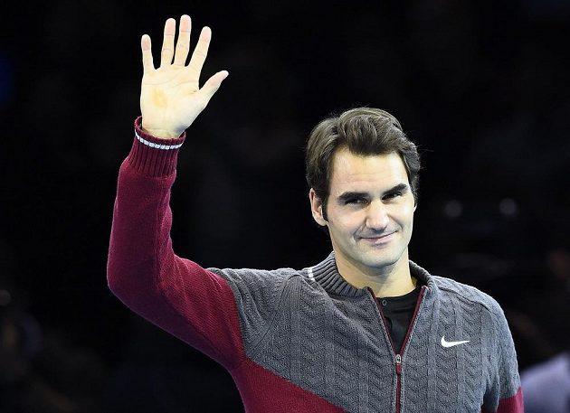 Švýcarský tenista Roger Federer se loučí s fanoušky v Londýně, kterým se omlouval za to, že nemohl nastoupit do finále Turnaje mistrů.