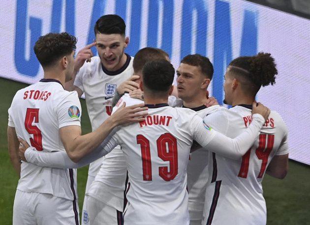Radost Angličanů, kteří šli ve finále s Italy rychle do vedení.