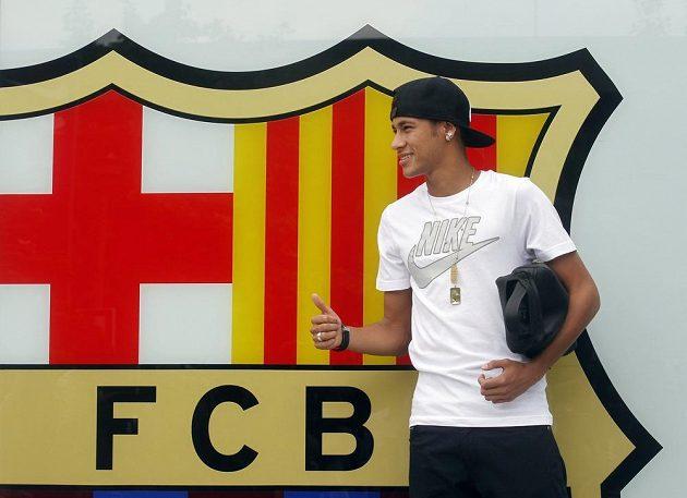 Brazilský fotbalista Neymar se stal oficiálně novou posilou Barcelony.