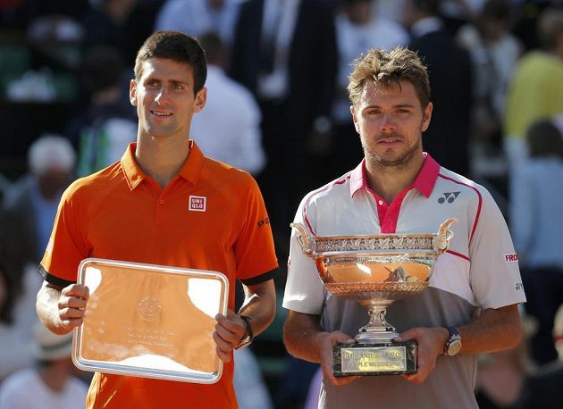 Vítěz letošního Roland Garros Stan Wawrinka (vpravo) a poražený finalista Novak Djokovič.