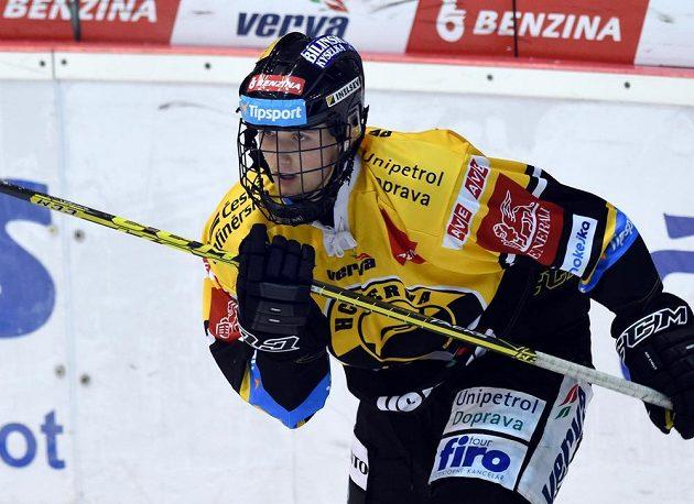 Litvínovský hokejista Kristian Reichel v duelu s Hradcem Králové.