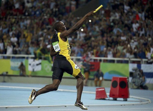 Usain Bolt dotáhl jamajskou štafetu na první místo a slaví deváté olympijské zlato v kariéře.