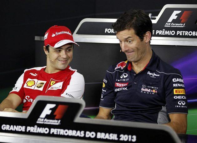 Mark Webber (vpravo) bere poslední závod ve formuli 1 s nadhledem, emoce přijdou možná až po projetí cílem.