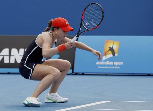 Alizé Cornetová z Francie během utkání s Denisou Allertovou v druhém kole Australian Open.