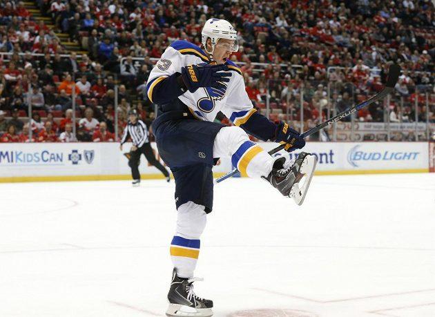 Dmitrij Jaškin ze St. Louis jásá po gólu proti Detroitu.
