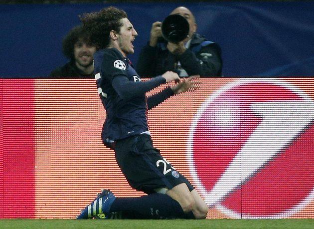 Adrien Rabiot z PSG se raduje z gólu proti Manchesteru City.