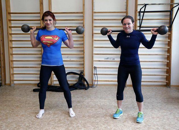 Zápasnice ve volném stylu Adéla Hanzlíčková a Lenka Hocková-Martináková při tréninku v Centru sportu Ministerstva vnitra.