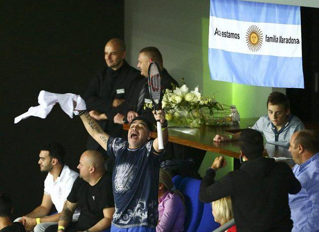 Tenisovým fanouškem Argentiny byl v Záhřebu také impulsivní Diego Maradona, bývalá fotbalová hvězda.