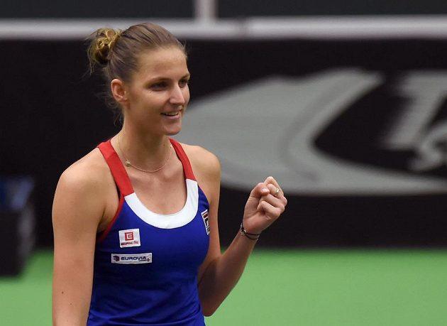 Česká tenistka Karolína Plíšková při vítězném gestu po porážce Lary Arruabarrenaové.