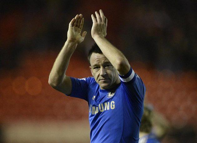 Kapitán Chelsea John Terry děkuje fanouškům za podporu po utkání Anglického poháru proti Middlesbrough.