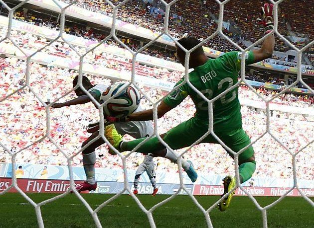 Ghaňan Asamoah Gyan srovnal na 1:1, portugalský gólman Beto se snažil marně, první výhru na MS ale urval nakonec evropský celek.