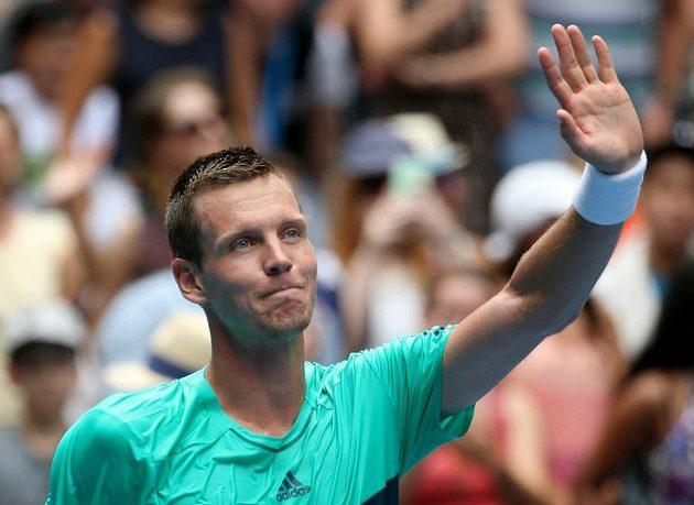 Tomáš Berdych se raduje z postupu do 3. kola Australian Open.