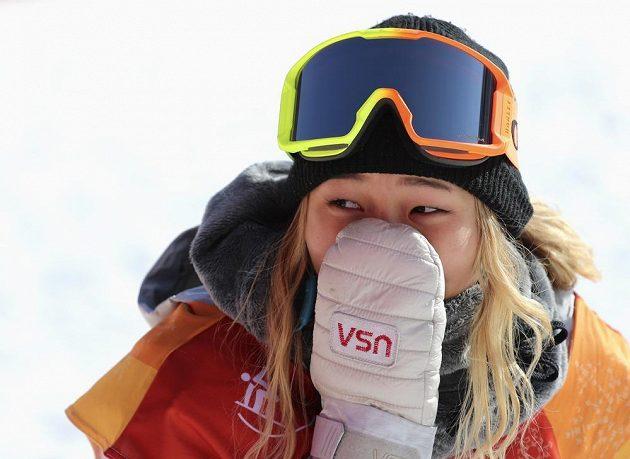 Slzy štěstí! Olympijskou vítězkou v U-rampě je sedmnáctiletá americká snowboardistka Chloe Kimová. Odstartovala do závodu s číslem 1 a na prvním místě také skončila.