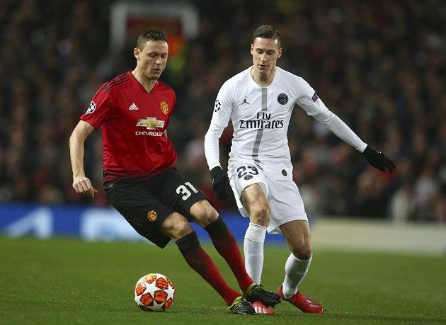 Nemanja Matič (vlevo) z Manchesteru United a Julian Draxler z Paris SG.