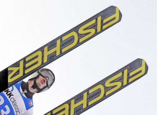 Roman Koudelka zvítězil v úvodním individuálním závodu nové sezóny skokanů na lyžích.