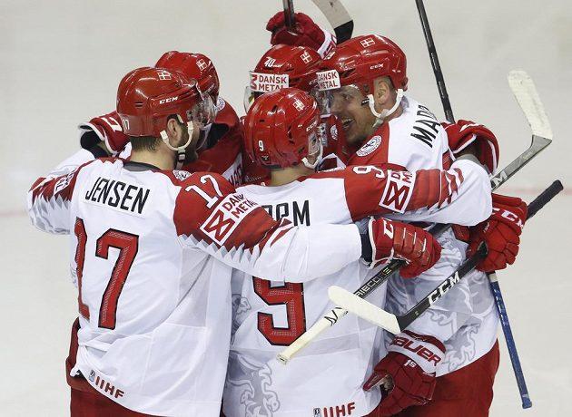 Dánská radost po gólu Morten Madsena v utkání mistrovství světa.