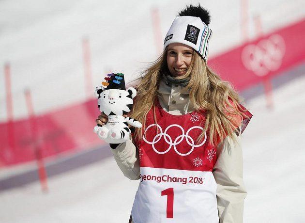 Zlatá Anna Gasserová z Rakouska, rakouská vítězka Big Airu.