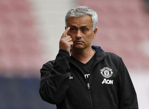 José Mourinho opět v trenérské akci. Zažil premiéru na lavičce Manchesteru United na hřišti Wiganu.