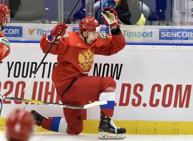 Rus Nikita Rtiščev se raduje z gólu proti Kanadě.