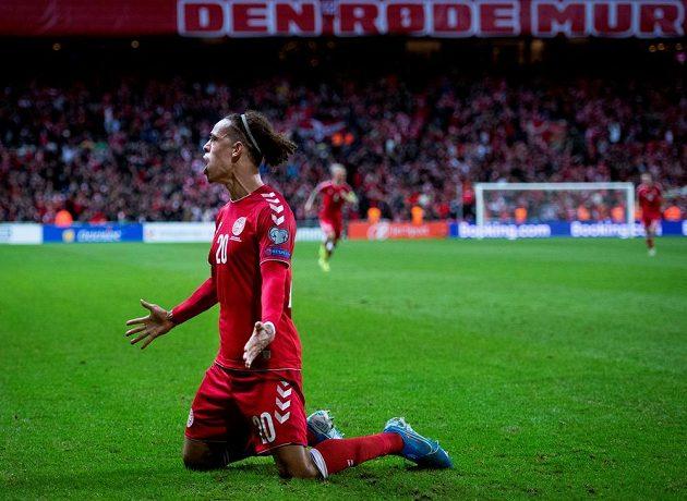 Euforie! Dánským hrdinou je Yussuf Poulsen. Právě on rozhodl o výhře v kvalifikačním duelu o postup na mistrovství Evropy 2020 nad Švýcarskem 1:0.