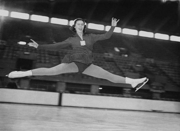 Ája Vrzáňová trénuje v londýnském Wembley před MS v roce 1950. Bezprostředně po úspěšné obhajobě titulu požádala v Británii o politický azyl.