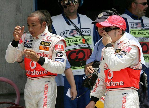 Partnerství Lewise Hamiltona (vlevo) a Fernanda Alonsa v McLarenu bylo rozpačité a trvalo jen jednu sezónu.