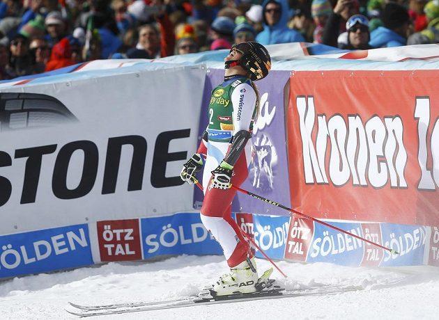 Švýcarka Lara Gutová se v Söldenu raduje z vítězství v obřím slalomu.