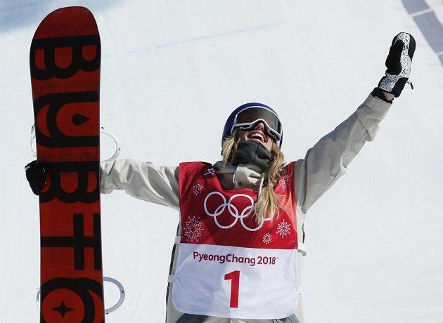 První olympijskou vítězkou ve snowboardové disciplíně Big Air se stala Rakušanka Anna Gasserová.