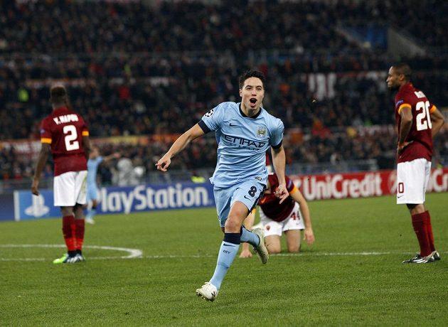 Záložník Manchesteru City Samir Nasri slaví gól v síti AS Řím v utkání Ligy mistrů.