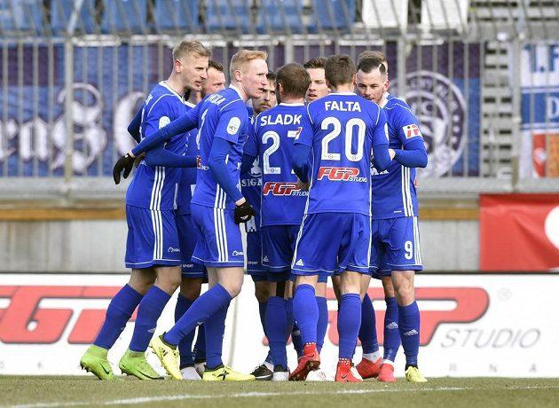 Hráči Olomouce se radují z první branky.