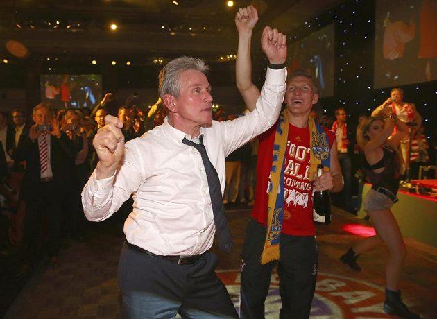 Na taneční parket v Grosvenor House vyrazil i kouč Jupp Heynckes (vedle Bastian Schweinsteiger).