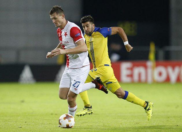 Útočník Slavie Tomáš Necid měl dvě velké šance Pražanů už během první půle utkání Evropské ligy na hřišti Maccabi Tel Aviv. Ani jedna však gólem neskončila.
