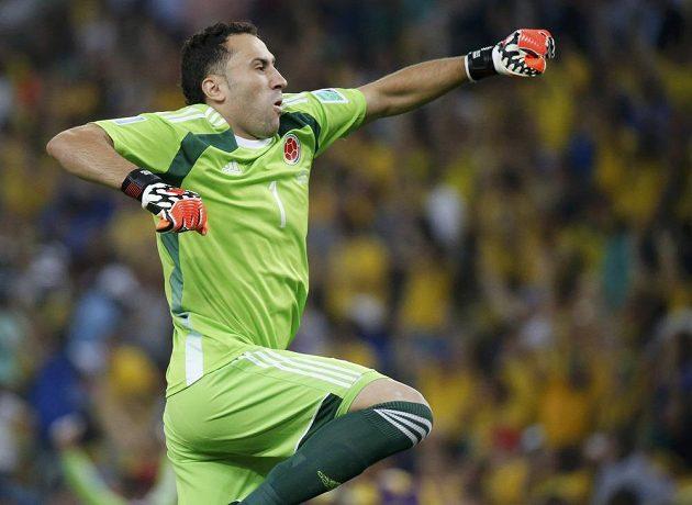Kolumbijský brankář David Ospina slaví gól svého mužstva v duelu proti Uruguayi.