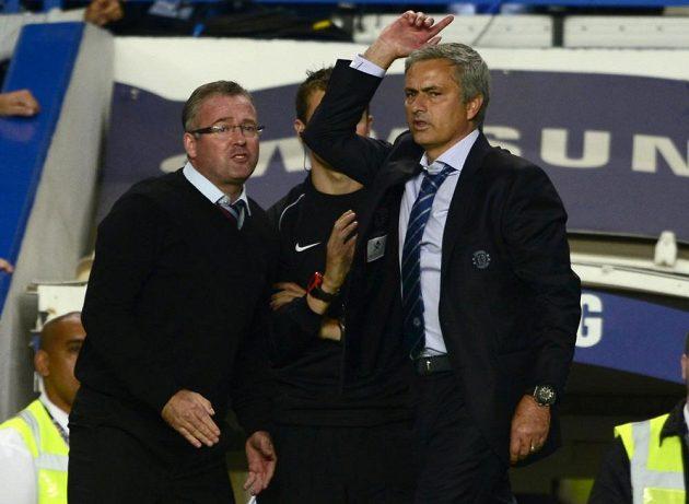 Trenéři Paul Lambert a José Mourinho po utkání Chelsea s Aston Villou.