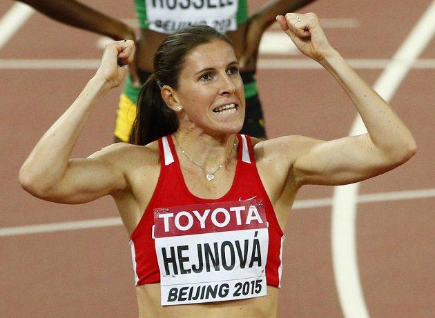 Radost Zuzany Hejnové v cíli semifinále v Pekingu.