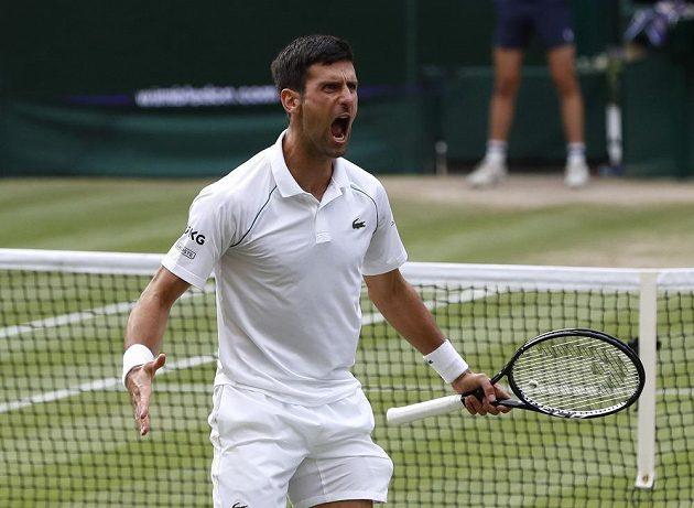 Srb Novak Djokovič po vítězství v semifinále Wimbledonu.