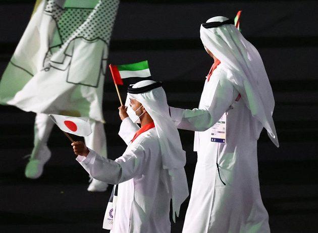 Saudskoarabská výprava nastupuje na Olympijský stadion během zahajovacího ceremoniálu LOH 2021 v Tokiu.